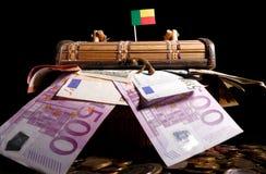 Bandeira de Benin sobre a caixa completamente fotos de stock
