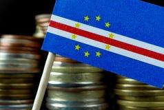 A bandeira de Cabo Verde que acena com a pilha de dinheiro inventa Foto de Stock Royalty Free