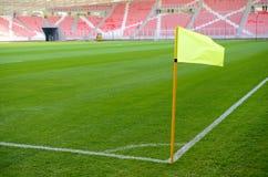 Bandeira de canto em um campo de futebol Imagens de Stock