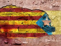 Bandeira de Catalonia e de Espanha pintados na parede Foto de Stock