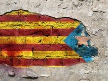 A bandeira de Catalonia pintou na parede Foto de Stock