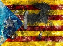 A bandeira de Catalonia pintou o fundo Fotos de Stock Royalty Free