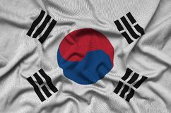 A bandeira de Coreia do Sul é descrita em uma tela de pano dos esportes com muitas dobras Bandeira da equipe de esporte fotografia de stock royalty free