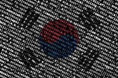 A bandeira de Coreia do Sul é descrita na tela com o código do programa O conceito do desenvolvimento moderno da tecnologia e de  imagens de stock