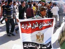 Bandeira de Egipto na volta do Egyptian do quadrado do tahrir Fotografia de Stock