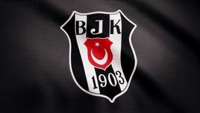 A bandeira de FC Besiktas está acenando no fundo transparente Close-up da bandeira de ondulação com logotipo do clube do futebol  vídeos de arquivo