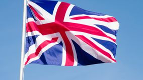 A bandeira de Grâ Bretanha está voando lentamente vídeos de arquivo