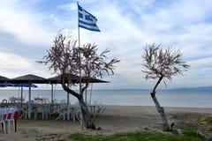 Bandeira de Grécia na praia fotografia de stock royalty free
