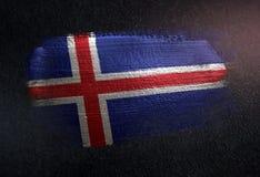 Bandeira de Islândia feita da pintura metálica da escova na parede da obscuridade do Grunge foto de stock royalty free