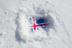 Bandeira de Islândia na neve imagens de stock royalty free