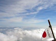 Bandeira de Japão na montagem Fuji fotos de stock royalty free