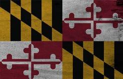 Bandeira de Maryland no fundo de madeira da placa Textura da bandeira de Maryland do Grunge, os estados de América imagens de stock