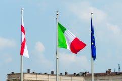 Bandeira de Milão, de Itália e da União Europeia fotos de stock