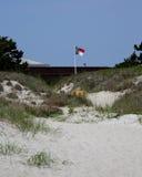 A bandeira de North Carolina voa sobre o forte Macon fotos de stock