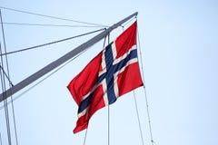 Bandeira de Noruega no mastro do navio fotografia de stock