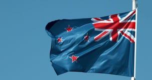 Bandeira de Nova Zelândia que acena no vento