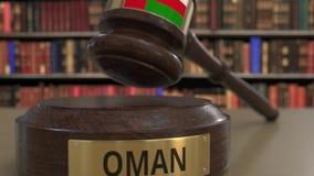 Bandeira de Omã no martelo de queda dos juizes no tribunal Justiça ou a jurisdição nacional relacionaram a animação 3D conceptual filme