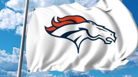 Bandeira de ondulação com logotipo profissional da equipe de Denver Broncos grampo do editorial 4K filme