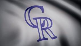 Bandeira de ondulação com logotipo profissional da equipe dos Colorado Rockies Grampo editorial vídeos de arquivo