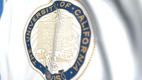 Bandeira de ondulação com o emblema de Davis da Universidade da California, close-up Animação 3D loopable editorial vídeos de arquivo