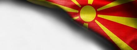 Bandeira de ondulação no fundo branco - bandeira de canto de Macedônia fotos de stock royalty free
