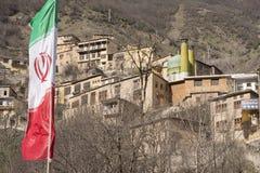 Bandeira de país de Irã na vila do masuleh do primeiro plano em Gilan Provin Foto de Stock Royalty Free