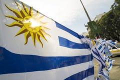 Bandeira de país de Uruguai na rua uruguaia da cidade Fotografia de Stock Royalty Free