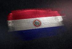 Bandeira de Paraguai feita da pintura metálica da escova na parede da obscuridade do Grunge imagem de stock royalty free