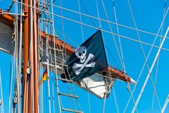 Bandeira de pirata do voo foto de stock