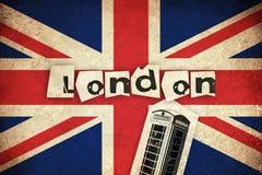 Bandeira de Reino Unido com caixa do telefone Fotografia de Stock Royalty Free