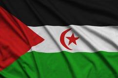 A bandeira de Sara Ocidental é descrita em uma tela de pano dos esportes com muitas dobras Bandeira da equipe de esporte imagens de stock