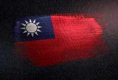 Bandeira de Taiwan feita da pintura metálica da escova na parede da obscuridade do Grunge fotos de stock royalty free