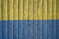A bandeira de Ucrânia pintou no fundo de madeira Fotografia de Stock