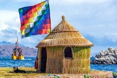Bandeira de Whiphala na ilha de flutuação fotos de stock