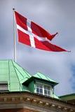 Bandeira dinamarquesa de ondulação, Copenhaga, Dinamarca Fotografia de Stock