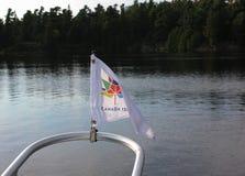 Bandeira do aniversário de Canadá 150th em um barco Foto de Stock Royalty Free