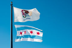 Bandeira do estado de Illinois e bandeira da cidade de Chicago Fotografia de Stock Royalty Free