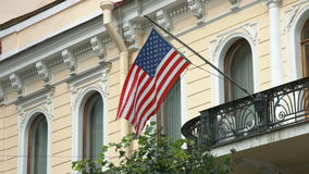 Bandeira do Estados Unidos da América que acena no vento vídeos de arquivo