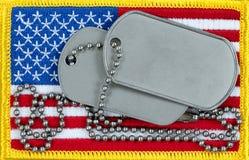 Bandeira do Estados Unidos e etiquetas da identificação na vista aérea para veteranos ou Foto de Stock Royalty Free