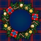 Bandeira do Feliz Natal com caixa de presente, ramos do pinho decorados, Fotos de Stock