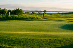 Bandeira do furo do campo de golfe Fotografia de Stock Royalty Free