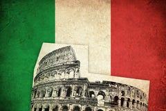 Bandeira do Grunge de Itália com Colosseum Imagens de Stock