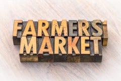 Bandeira do mercado dos fazendeiros no tipo de madeira foto de stock