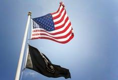 Bandeira dos E.U. e do PRISIONEIRO DE GUERRA Fotografia de Stock