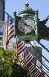 Bandeira dos Estados Unidos com pulso de disparo Chicago EUA da empresa Fotografia de Stock Royalty Free