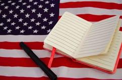 Bandeira dos EUA com caderno, di?rio, espa?o da c?pia fotografia de stock royalty free