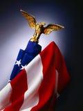 Bandeira e águia Imagens de Stock