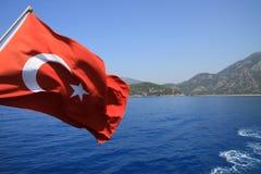 Bandeira e mar de Turquia fotografia de stock