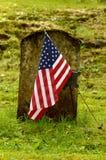 Bandeira e sepultura Imagens de Stock