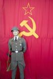 Bandeira e soldado do russo Foto de Stock